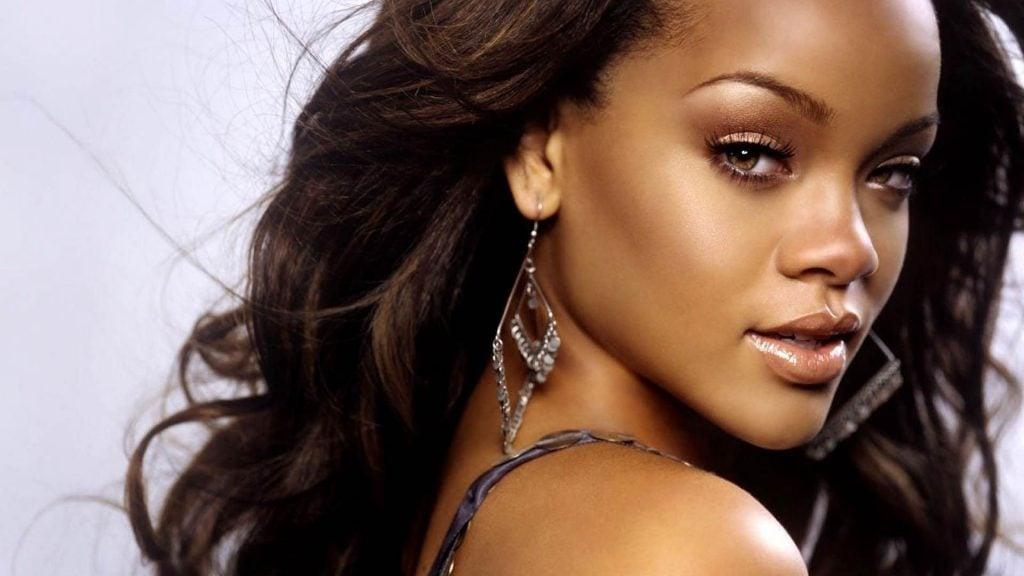 MusikHolics - Rihanna